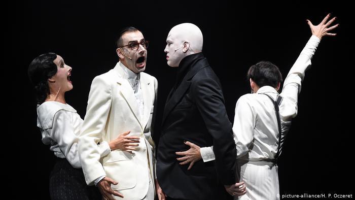 На репетиции постановки Мефистофель в венском Бургтеатре