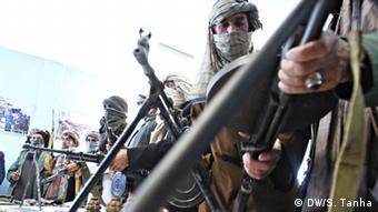 Талибы демонстрируют свое оружие