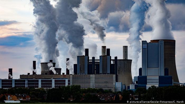 Работающая на буром угле электростанция Niederaußem вблизи Кёльна