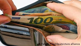 Портмоне с купюрами евро