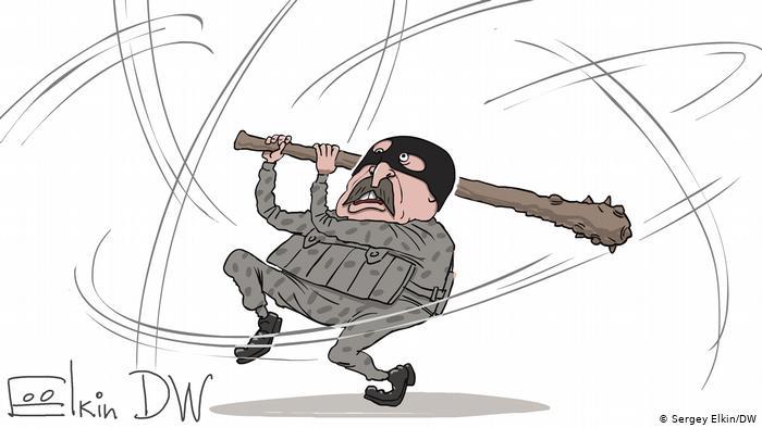 Лукашенко в форме спецназовца, в маске и с булавой