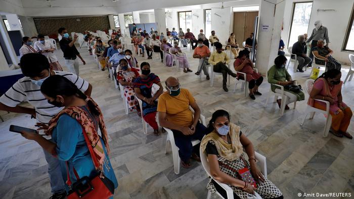TABLEAU |Bildergalerie Indien Coronavirus | Ahmedabad, Impfzentrum