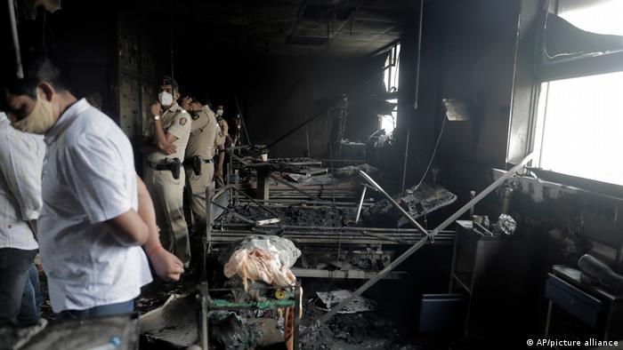 Indien Coronavirus l Brand im Krankenhaus in Virar bei Mumbai