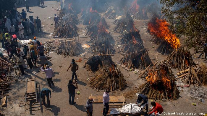 Indien Coronapandemie Scheiterhaufen Krematorium