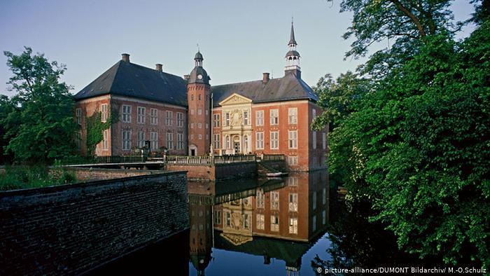 Замок Гёденс (Wasserschloss Gödens)