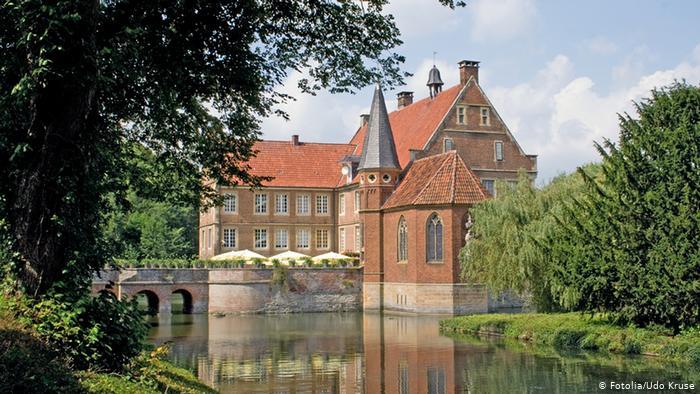 Замок Хюльсхофф (Wasserburg Hülshoff)