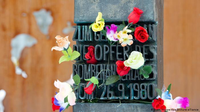 Мемориальная доска в память о жертвах теракта