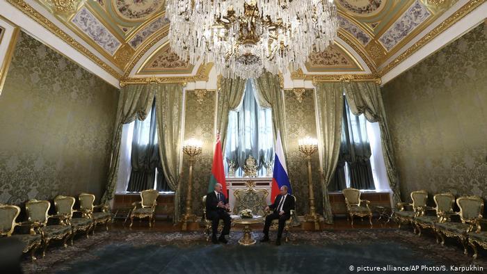 Президенты Беларуси и России Александр Лукашенко и Владимир Путин, фото из архива, 2014 год