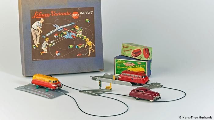 На игрушечной трассе