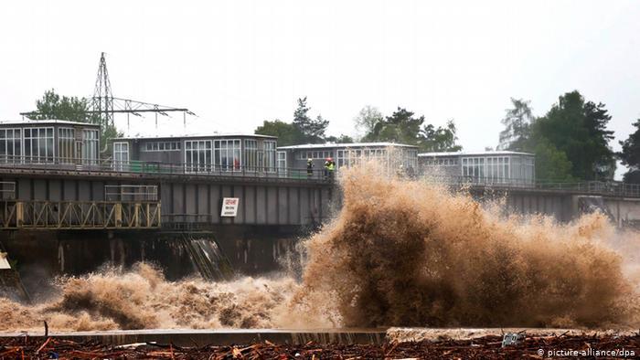 Сильные осадки привели к наводнениям не только в Германии, но и в Австрии, например, в Рансхофене, а также в Чехии и некоторых районах Швейцарии.