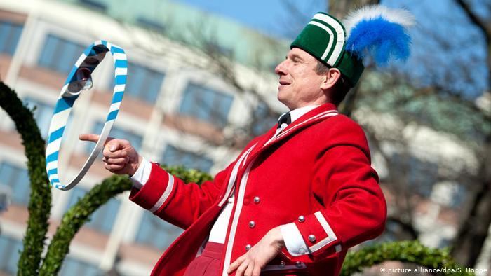 Традиция так называемого Танца бондарей (Schäfflertanz) возникла в Мюнхене во время эпидемии чумы 1517 года