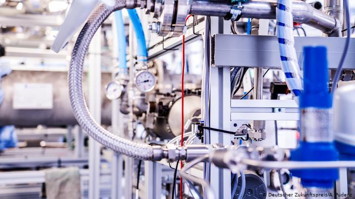 Цистерна с органической жидкостью для перевозки водорода.