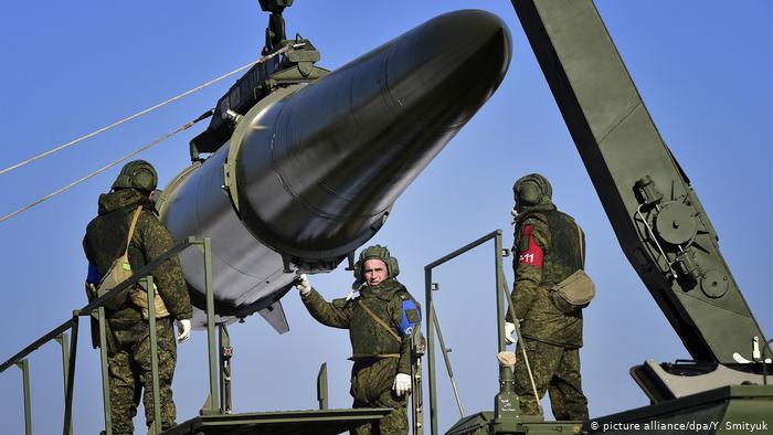 Russland Militärische Übung mit Raketten und Iskander-M-Rakettenwerfer (picture alliance/dpa/Y. Smityuk)