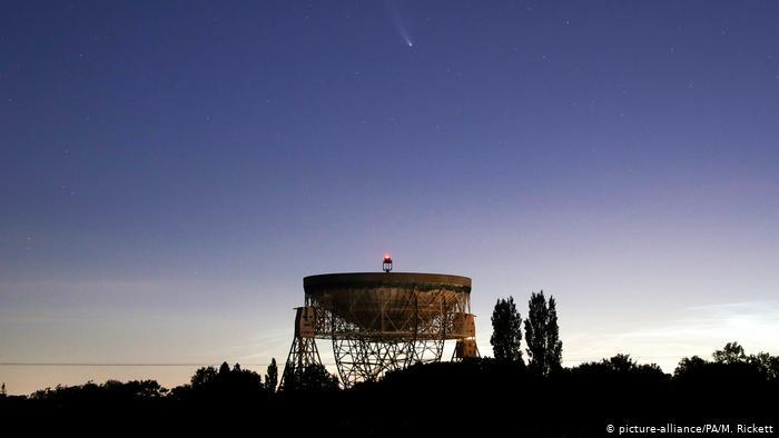 Комета NeoWise в небе над Чеширом
