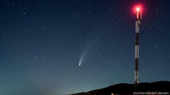 Комета NeoWise в небе над Скопье