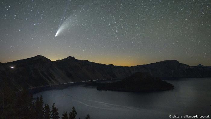 Комета NeoWise в небе над Орегоном