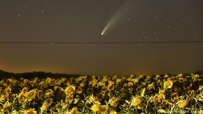 Комета NeoWise в небе над Турцией