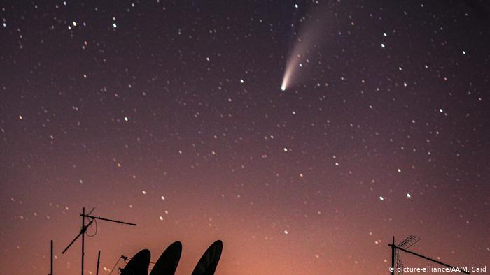 Комета NeoWise в небе над Идлибом