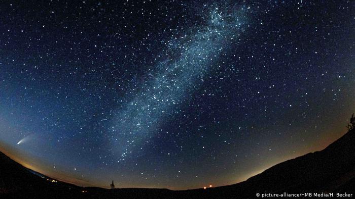 Комета NeoWise в небе над Баварией