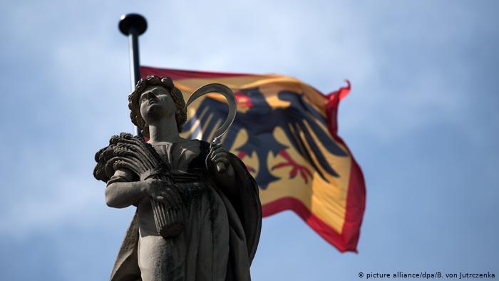 Президентский штандарт над дворцом Бельвю, Берлин