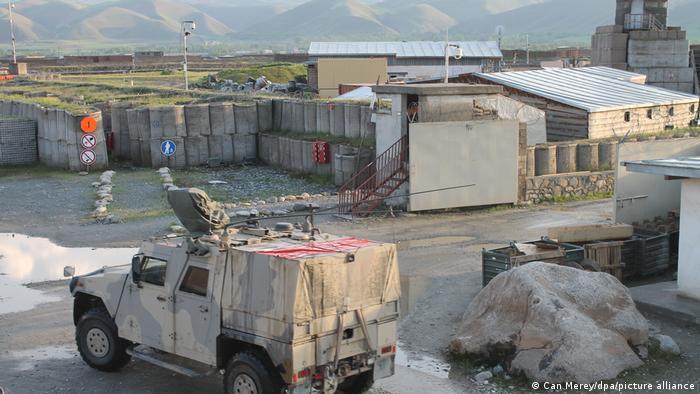 Военнослужащие бундесвера покидают военный лагерь в Файзабаде.