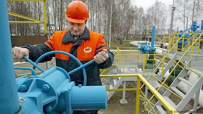 Рабочий на белорусском участке Дружбы