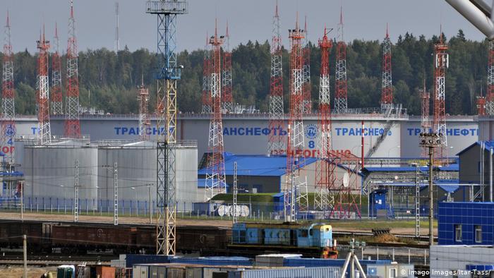 Хранилища нефти в порту Усть-Луга