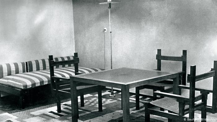 Мебель в жилой комнате дома Хаус-ам-Хорн, которую разработал Марсель Брёйер (1923 год)