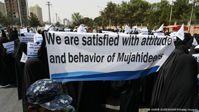 Демонстрация женщин - сторонниц Талибана